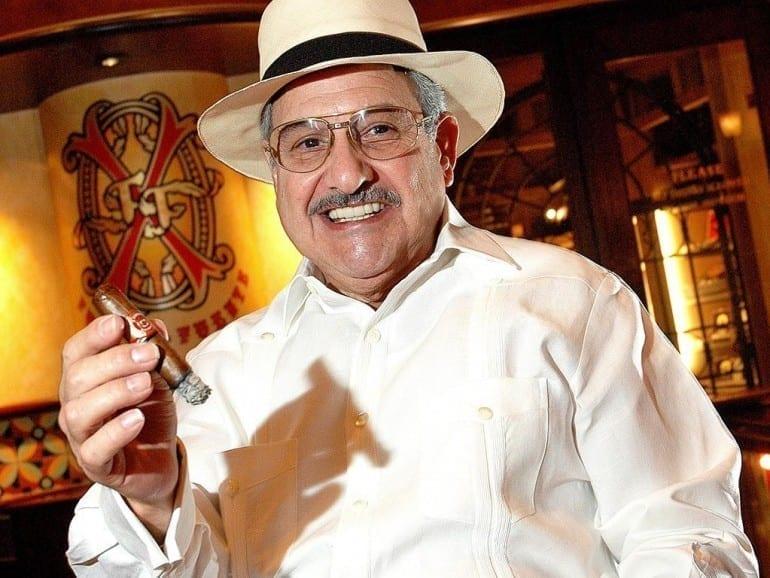 carlos fuente sr portrait cigar trophy lifetime achievement 2005