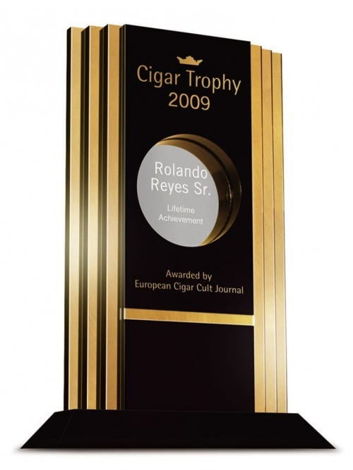 rolando reyes cigar journal lifetime achievement award ecj trophy 2009