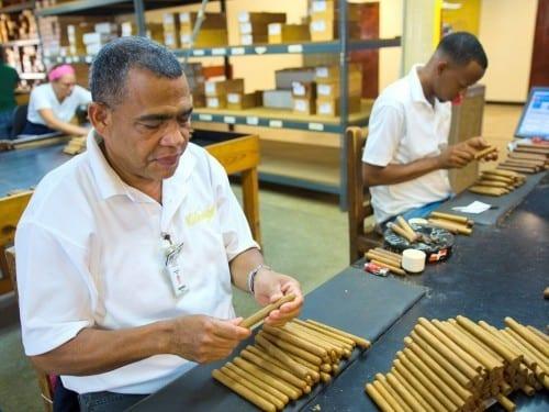 ramon emilio cruz torcedor controlling cigars davidoff villa gonzalez dominican republic