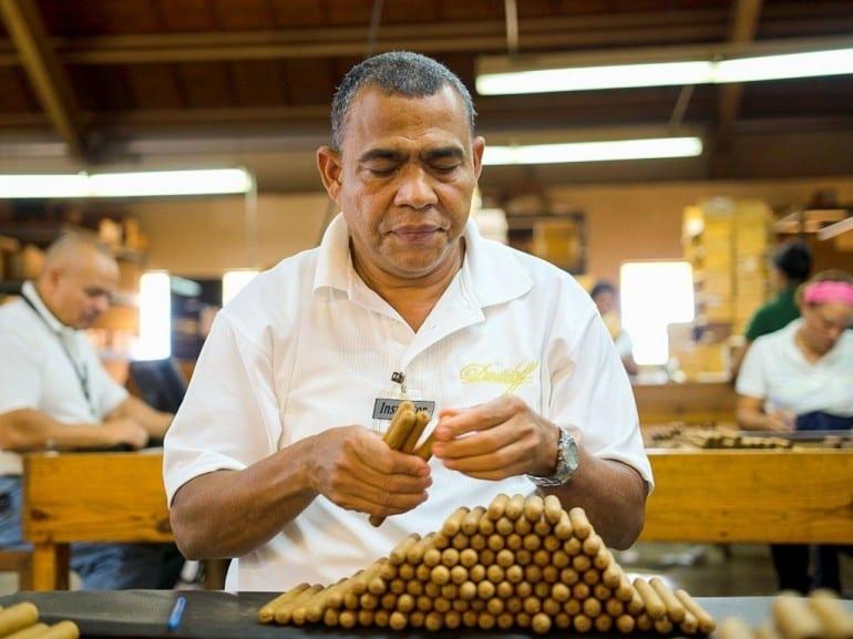 ramon emilio cruz torcedor inspector controlling cigars davidoff villa gonzalez dominican republic