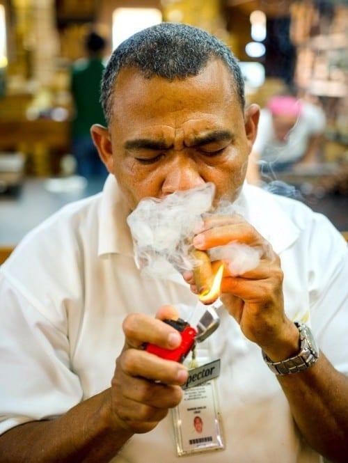 ramon emilio cruz torcedor inspector lighting up cigar davidoff villa gonzalez dominican republic