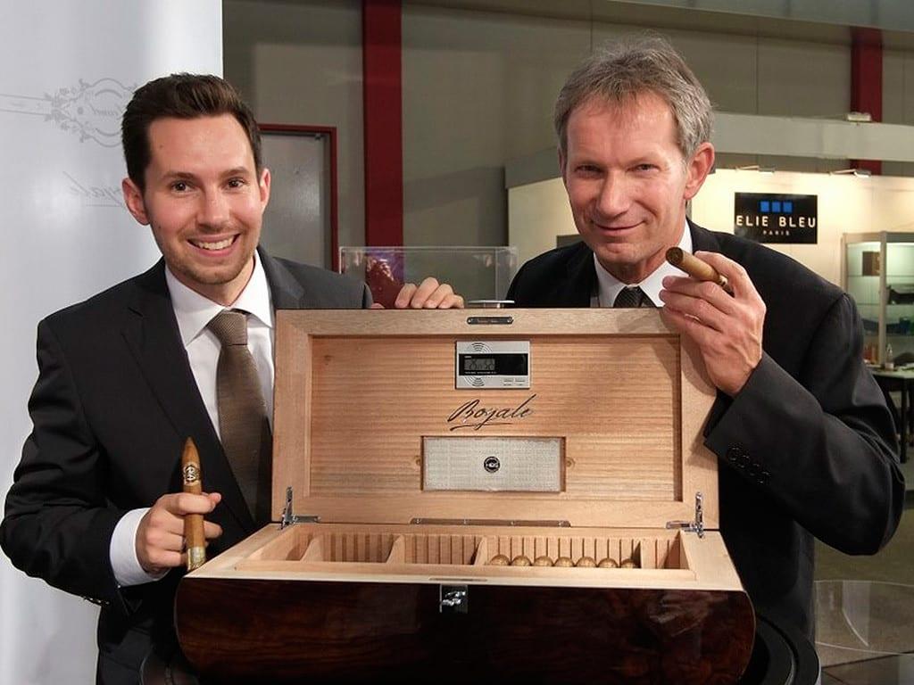 paul bugge daniel norbert hoeldke open cigar box