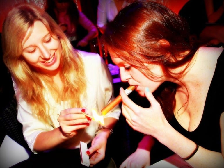 oettinger davidoff ag ladies masterclass london participants lighting cigar