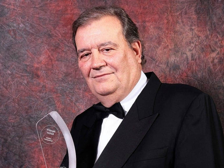 hendrik kelner portrait with cigar journal lifetime achievement award trophy 2013