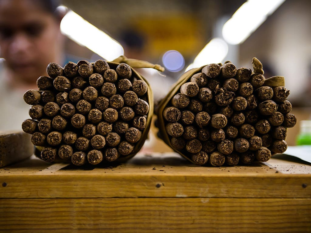 cigar factory rolling bundles