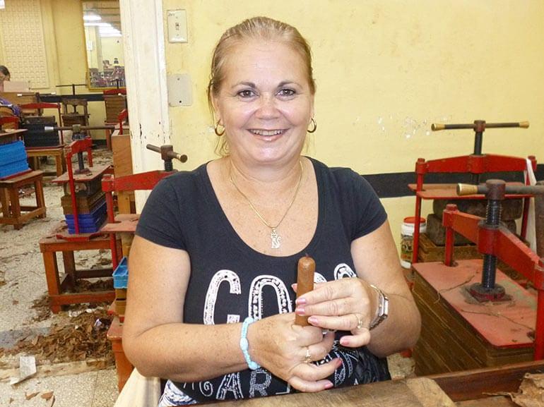 Habanos Torcedora Luisa Cruz Medina
