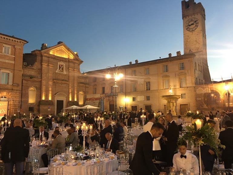 Galaabend auf der Piazza in Matélica